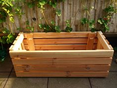 Insanely Creative Things People Have Made from IKEA Bed Slats- worth keeping my eyes peeled for cast offs. Ikea Planters, Outdoor Planter Boxes, Wooden Planters, Planter Ideas, Cama Ikea, Bed Slats Upcycle, Ikea Bed Slats, Hacks Ikea, Twin Size Bed Frame