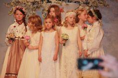Bilder fra brudeshow 9.februar ~ Bryllupstid Bridesmaid Dresses, Wedding Dresses, Fashion, February, Pictures, Bridesmade Dresses, Bride Dresses, Moda, Bridal Gowns