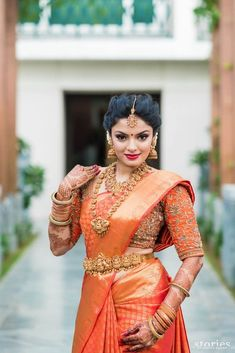 The Classic Red Saree. Love her Saree, American diamond Jewellery set and the makeup. On point! South Indian Bridal Jewellery, South Indian Weddings, South Indian Bride, Indian Bridal Fashion, Indian Jewelry, Bridal Jewelry, Tamil Wedding, Saree Wedding, Wedding Bride
