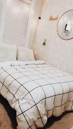 Minimalist Bedroom 637400153497925314 - 10 Minimalistic Room Decor Ideas – Source by French Bedroom Decor, Modern Bedroom, Master Bedroom, Contemporary Bedroom, Master Suite, Bedroom Art, Bedroom 2018, Bedroom Romantic, King Bedroom