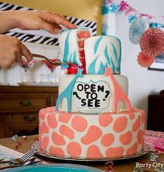 He or she? Cut the cake to see! We're in love with this gender reveal baby shower cake with a pink and blue safari theme. Click to see more of this fun baby shower!