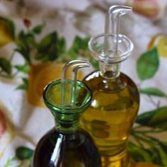 Olive oil containers: no-drip spout or not? http://flavorofitalyblog.com/olive-oil-containers/