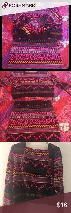 Aztec print sweater skirt and sweater crop top This is a super cute fashionable two piece set from H&M the bottom is a size medium for a tighter fit and the top is in a size large. This outfit was worn once H&M Skirts Mini