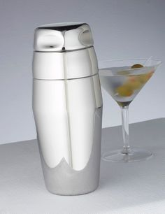 One touch and you feel the quality in this heavy duty stainless steel cocktail shaker.  Size: 22 oz  Manufacturer: American Metal Craft