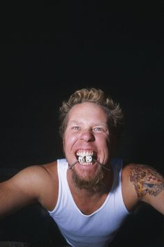 *Me, Myself and Lenne* *Metallica' fan since *Colorada since I born* *Don't expect to see here photos of Metallica already known. Metallica Funny, James Hatfield, Ron Mcgovney, Jason Newsted, Cliff Burton, Robert Trujillo, Dave Mustaine, Kirk Hammett, Song One