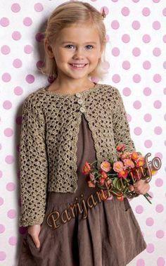 Dans la garde robe de nos princesses : je vous propose ce gilet réalisé au crochet, avec un beau point, vous trouverez toutes les explications