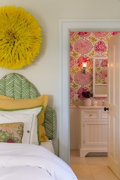 #tween #bedroom #makeover with #preppy colors and #quadrille fabrics #wallpaper #whitebathroom #serenaandlily bedding