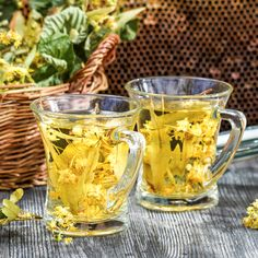 Summer lime tea with honey served in the garden Lime Tea, Moscow Mule Mugs, Cooking Tips, Spices, Food And Drink, Fruit, Drinks, Bottle, Tableware