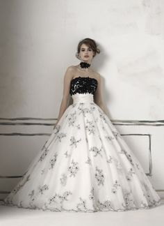 Justin Alexander jar style 8510 I work in a bridal salon and spent the day looking at this dress mi amour