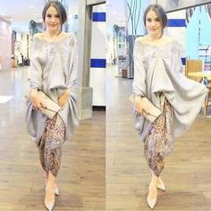 The social media darling with a love for Indonesian traditional attire. Kebaya Lace, Kebaya Brokat, Kebaya Dress, Batik Kebaya, Batik Dress, Lace Dress, Batik Fashion, Hijab Fashion, Fashion Dresses