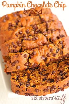 We never get tired of delicious pumpkin recipes and this pumpkin chocolate chip bread ranks right at the top. You'll love this recipe because it makes 2 loaves! One loaf for you and one to give away……or better yet, 2 loaves for you! Pumpkin Chocolate Chip Bread, Chocolate Chip Recipes, Pumpkin Bread, Pumpkin Cakes, Pumpkin Spice, Just Desserts, Delicious Desserts, Yummy Food, Tasty