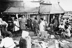 北井一夫:「村へ」より 市場 沖縄県那覇市 (1975)