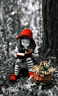 Little red riding hood Splash Photography, Color Photography, Black And White Photography, Cute Kids, Cute Babies, Color Splash Photo, Images Vintage, Jolie Photo, Black White Photos