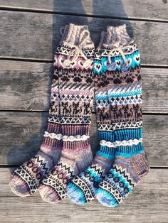 Taikutti: Ohje Kissan uni -kirjoneulesukkiin Knitting Socks, Hand Knitting, Fair Isle Knitting Patterns, Cool Socks, Leg Warmers, Mittens, Knit Crochet, Slippers, Outfits