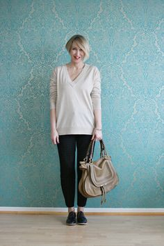 A fashion blog for women over 40 and mature women http://www.glamupyourlifestyle.com/  Sweater: & other Stories Pants: Dorothee Schumacher Shoes: AGL Bag: Chloé