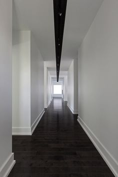 White walls + dark floors You are in the right place about Skirt pattern Here we offer you the most beautiful pictures about the knee length Skirt you are looking for. When you examine the White walls White Baseboards, Modern Baseboards, Cleaning White Walls, Cleaning Wood Floors, Cleaning Baseboards, Baseboard Styles, Baseboard Ideas, Baseboard Trim, Hall Flooring