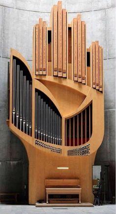 Contemporary pipe organ