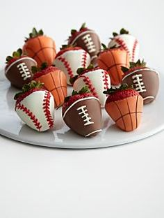 Superbowl Snack: Chocolate Covered Strawberry Footballs