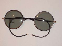 """fe191bd09c In 1929 Sam Foster s """"Foster Grants"""" became the first mass-produced  sunglasses and"""