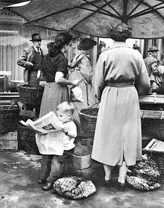 New York - 1950 love the little boy with the paper