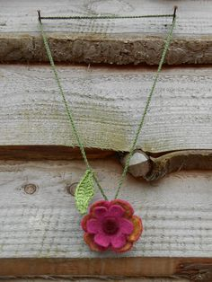 necklace, crochet with felted flower, by Kyroushka/Eexterhout