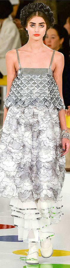 Chanel Resort 2016 Fashion Show - Taylor Hill Fashion Week, Runway Fashion, Fashion Models, High Fashion, Fashion Show, Fashion Design, Fashion Fashion, Chanel Cruise 2016, Chanel Resort
