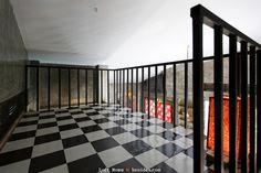 ห้องนอนชั้นลอย ใช้โครงเหล็ก ปูด้วยแผ่นไม้ Loft House, Tiny House, Mezzanine Loft, Stairs, Flooring, Bedroom, Places, Interior, Floor Design