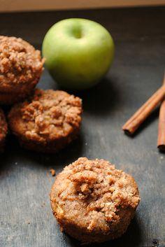 paleo apple cinnamon streusel muffins