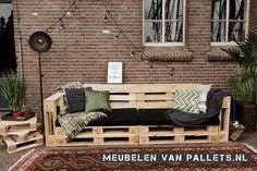 Köp en pallbänk från Furniture of Pallets - På den hä Diy Pallet Couch, Pallet Bed Frames, Pallet Lounge, Pallet Walls, Diy Garden Furniture, Diy Pallet Furniture, Diy Garden Decor, Outdoor Sofa, Outdoor Decor