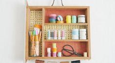 Recycler un tiroir en étagère Chaise Vintage, Bathroom Medicine Cabinet, Floating Shelves, Drawers, Home Decor, Tambour, Unique, Old Drawers, Garden Projects