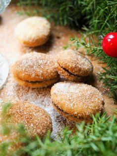 Jouluiset lusikkaleivät - Piparkakkutalon Akka Akita, Hamburger, Bread, Food, Brot, Essen, Baking, Burgers, Meals
