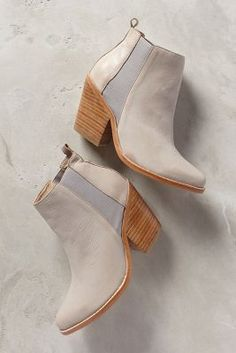 Two tone booties #anthrofave http://rstyle.me/n/sm6x6n2bn