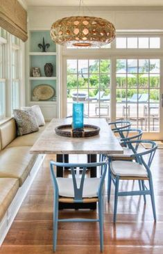 House of Turquoise: Willey Design **Colored wishbone chairs in dining nook with… House Of Turquoise, Dining Nook, Dining Room Design, Dining Tables, Outdoor Dining, Eclectic Kitchen, Kitchen Interior, Kitchen Lighting Over Table, Table Lighting