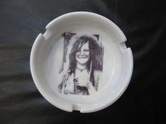 Cinzeiro Janis Joplin Porcelana R$30,00
