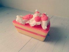 """Bougie en cire de soja """"tarte aux fraises""""  : Luminaires par les-lueurs-de-meloe sur ALittleMarket"""