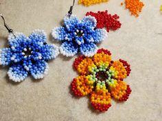 Beaded Earrings, Crochet Earrings, Earring Tutorial, Diy Jewelry Making, Beading Tutorials, Beaded Flowers, Bracelet Patterns, Seed Beads, Handmade