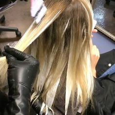Working on some Hand painted Balayage by @cpowell1980  Call to book a free consultation 813.801.9700 using @olaplex in @magiclightener @redken5thave  #blondebalayage #women #balayage #ombrehair #hair #haircut #olaplex #olaplexlove  #babe  #tampahair #naturalhair #blonde #blondegirl  #hairofinstagram #platinumblonde #buzzcutfeed  #behindthechair #babe #selfie  #silverhair #highlights  #allaboutdahair #hotonbeauty #americansalon  #southtampa #platinum #platinumhair #redken #handpainted…
