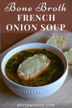 Bone Broth French Onion Soup - Reese Woods Fitness Onion Soup Recipes, Chowder Recipes, Healthy Soup Recipes, Healthy Foods To Eat, Vegetarian Recipes, French Onion Soup Ingredients, Classic French Onion Soup, Vegetable Soup Healthy, Healthy Comfort Food