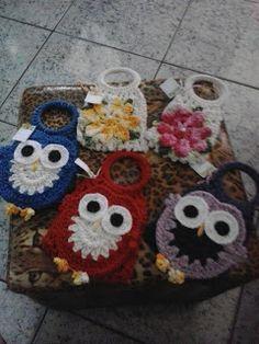 """Vaz Crochês """"Artesanato em Crochê"""": porta carregador celular...coruja ou flores?escolh..."""