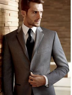 Vera Wang Charcoal gray tuxedo | https://tuxedo.menswearhouse.com/inspiredDetail.do?type=w&topic=ModernSophistication