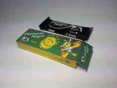 DESCRIÇÃO DO PRODUTO  Caixinha produzida em papel 180 gramas, impressão personalizada e laminação BOPP/PROLAN na parte externa. Acompanha 1 Chocolate Diamante Negro de 25 gramas.  QUANTIDADE MÍNIMA PARA PEDIDOS  30 UNIDADES (1 opção de chocolate)   PARA O MESMO VALOR DO ANÚNCIO AINDA TEMOS AS SEGUINTES OPÇÕES DE CHOCOLATES::  Laka (25 gramas)  Chokito (32 gramas) Prestígio (32 gramas) 4 Bis (6 gramas)   INFORMAÇÕES ADICIONAIS - Pode haver pequena variação de cor, de acordo com a configuração…