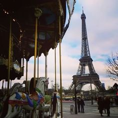 E é claro que eu não podia deixar de homenagear a aniversariante do dia!!!#torreeiffel #126anos #eiffeltower #Parisinfo #toureiffel #Paris #France #França #jetame #wanderlust #damadeferro #travelblogger #zigadazuca #eiffel126 #happybirthday #joyeuxanniversaire