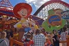 20 tips for Disneyland during the busy season. Disney California Adventure Park, Disneyland California, Disneyland Resort, Disney Sign, Disney Parks, Seaworld Orlando, California History, Secret Life Of Pets, Orlando Resorts