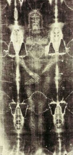 The ultimate blasphemy: a Shroud Of Turin BEDSPREAD. shroud of Turin in Turin, Italy. The shroud is the cloth that covered Jesus while in the tomb. The only picture ever taken of Jesus. Image Jesus, Religion Catolica, Jesus Pictures, Jesus Is Lord, Blessed Mother, Christian Art, Roman Catholic, Kirchen, Religious Art