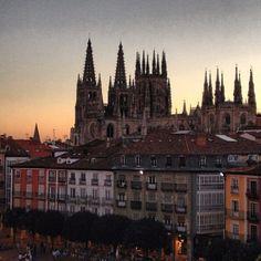 """""""Anocheciendo en #Burgos"""" ...por @ivancito00 • Instagram"""