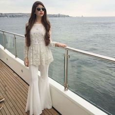 2020 Eid Dresses for Indian Girls- Eid-ul-Fitr is celebrated around the world, and since Eid is right around the corner everyone is hustling doing their Eid shopping. Girls are always seen busy planning their Eid outfits. Dress Indian Style, Indian Fashion Dresses, Indian Designer Outfits, Indian Outfits, Fashion Outfits, Ivy Fashion, Latest Pakistani Fashion, Latest Fashion Clothes, Latest Fashion For Women