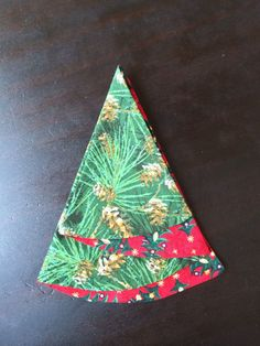 Christmas Tree Napkin Fold, Origami Christmas Tree, Fabric Christmas Trees, Christmas Napkins, Easy Christmas Crafts, Christmas Sewing, Christmas Projects, Christmas Fun, Christmas Stockings