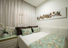 Cama encostada na parede – veja quartos de casal e solteiro com essa proposta…