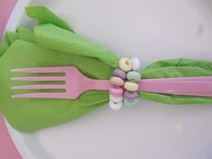 Love the candy necklace napkin ring!