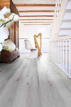 "Lame PVC clipsable imitation parquet blanc | Wineo 800 Wood XL ""Helsinki Rustic Oak"" - BRICOFLOR Dalle Pvc, Wishbone Chair, Modern, Shabby Chic, Rustic, Inspiration, Wood, Helsinki, Design"